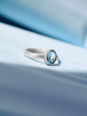 hellblauer Stein ring