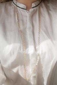 lange Kette mit Perlen